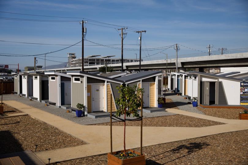 Жильё для почти бездомных в Калифорнии. Хотели бы так жить?