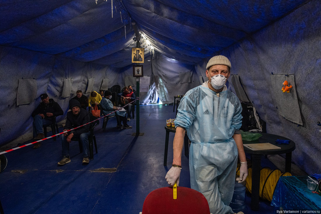 Как выжить на улице в пандемию: бездомные Москвы и кто им помогает