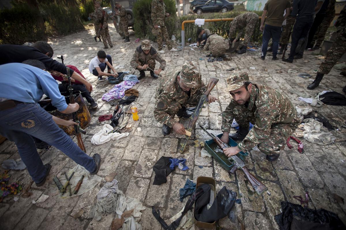 В Нагорный Карабах вернулась война