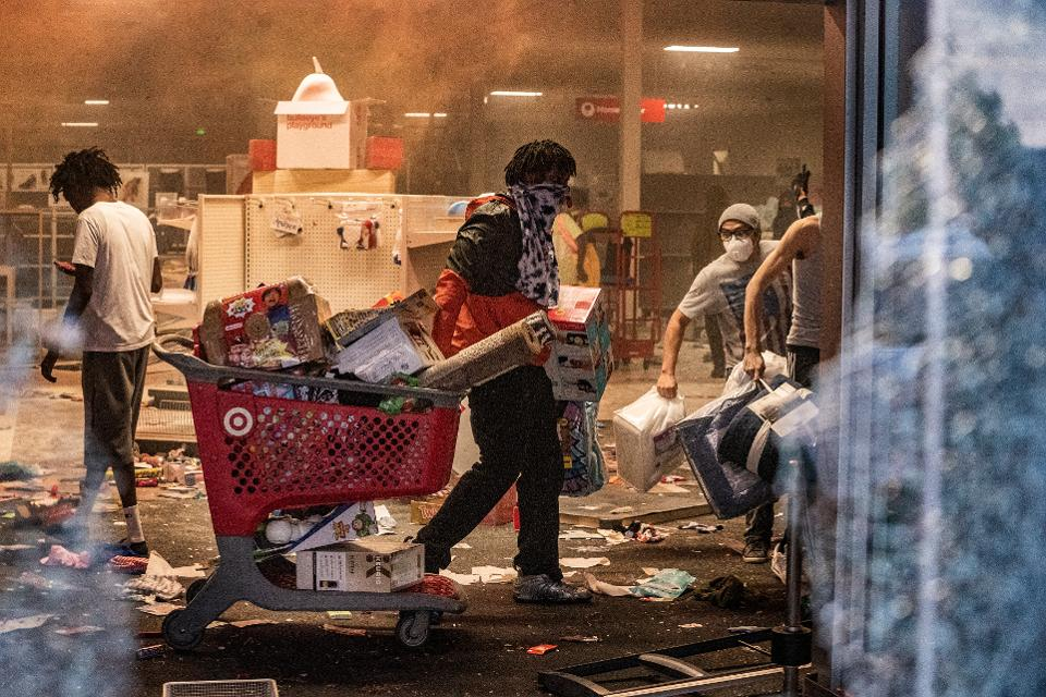 "Не ""лутинг"", а грабёж – не ""протестующие"", а мародёры"