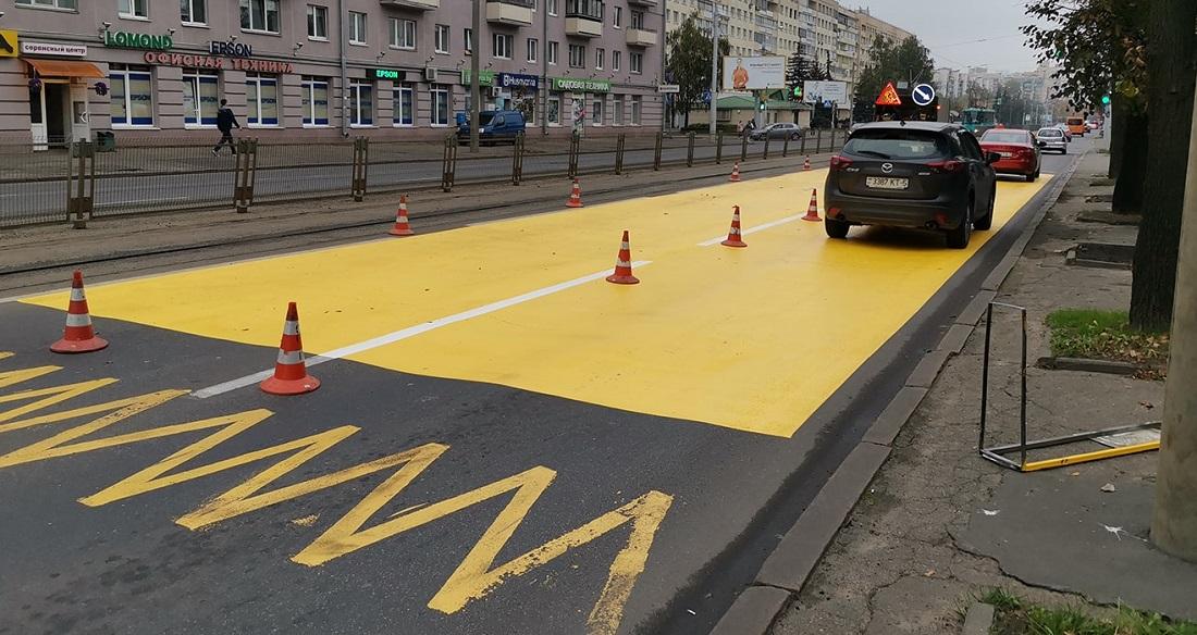 Вылить краску на дорогу – это не решение проблемы с трамвайными остановками