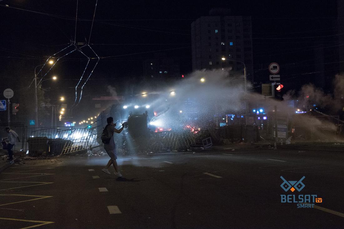Минск: коктейли Молотова против военного спецназа
