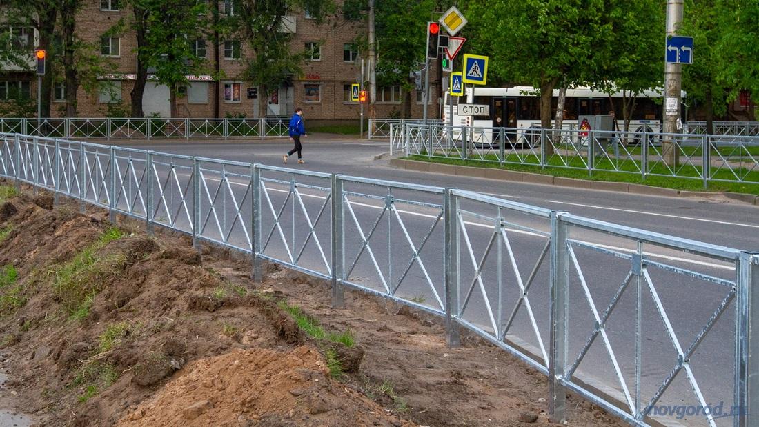 Кладбищенские оградки захватили Новгород