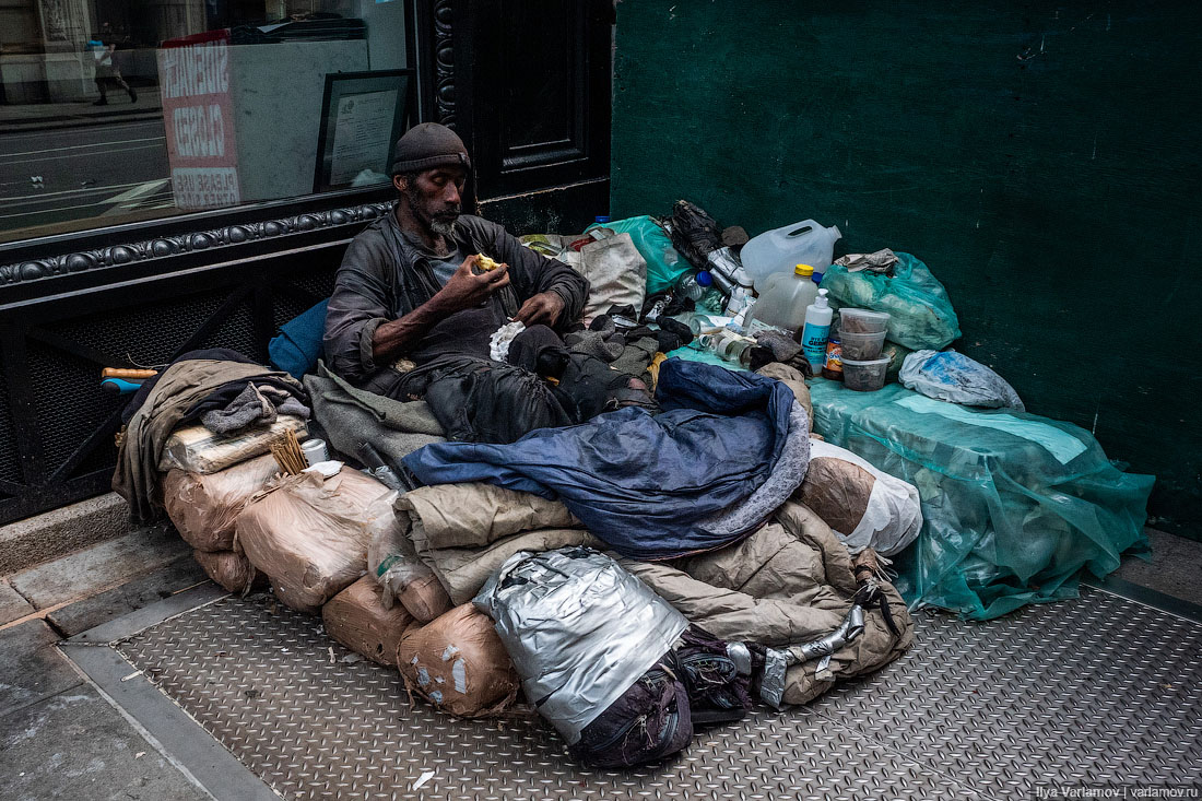 Мэр Нью-Йорка любит чёрных, но боится бомжей