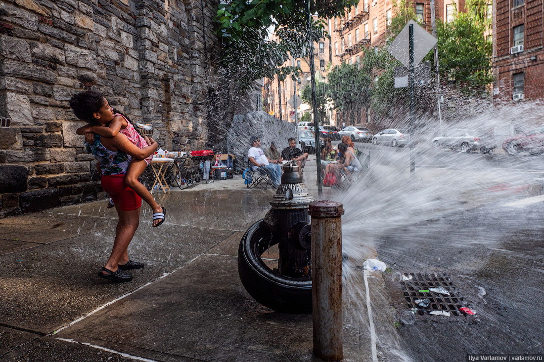Жуткая жара в Нью-Йорке, люди ходят голые