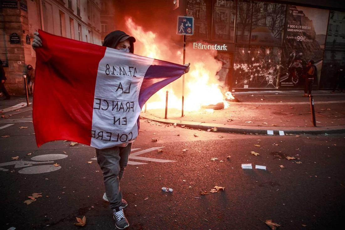 В Париже акция протеста переросла в уличные беспорядки