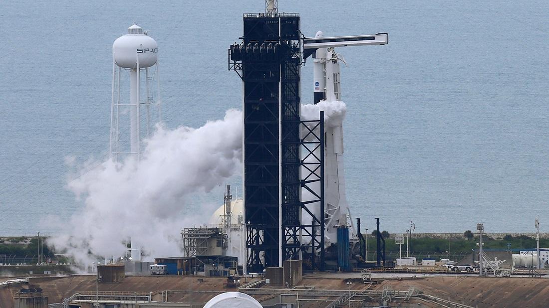 Илон Маск запускает ракету с астронавтами на борту. И это очень круто!