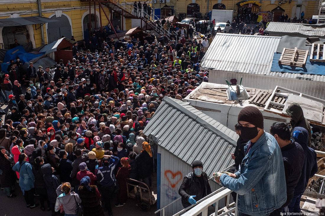 ВПетербурге закрыли Сенной рынок после акции сраздачей еды нуждающимся мусульманам