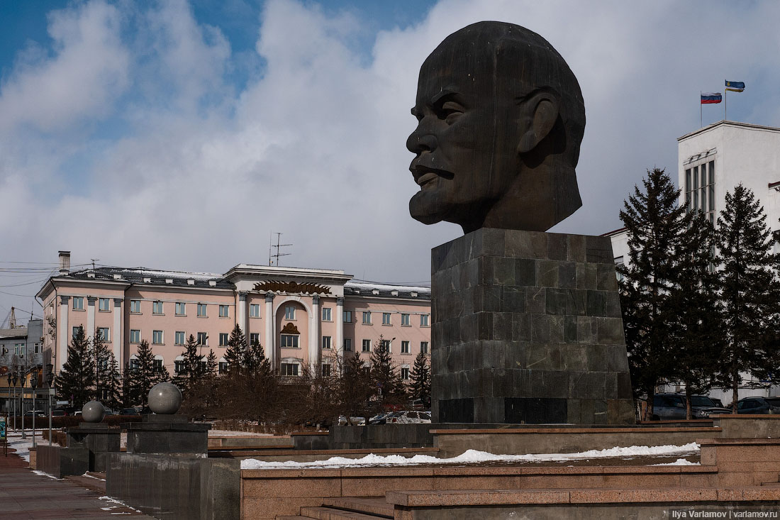 Невероятный памятник Путину в Улан-Удэ