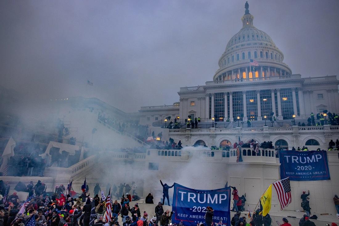 В США сторонники Трампа взяли штурмом Капитолий