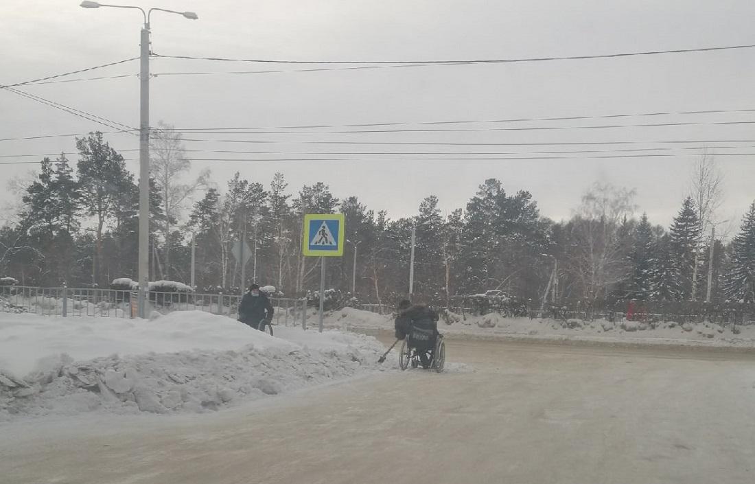 А давайте заставим инвалидов тротуары от снега расчищать!