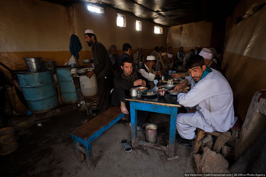 看看阿富汗人吃的喝的都是什么东西(图)