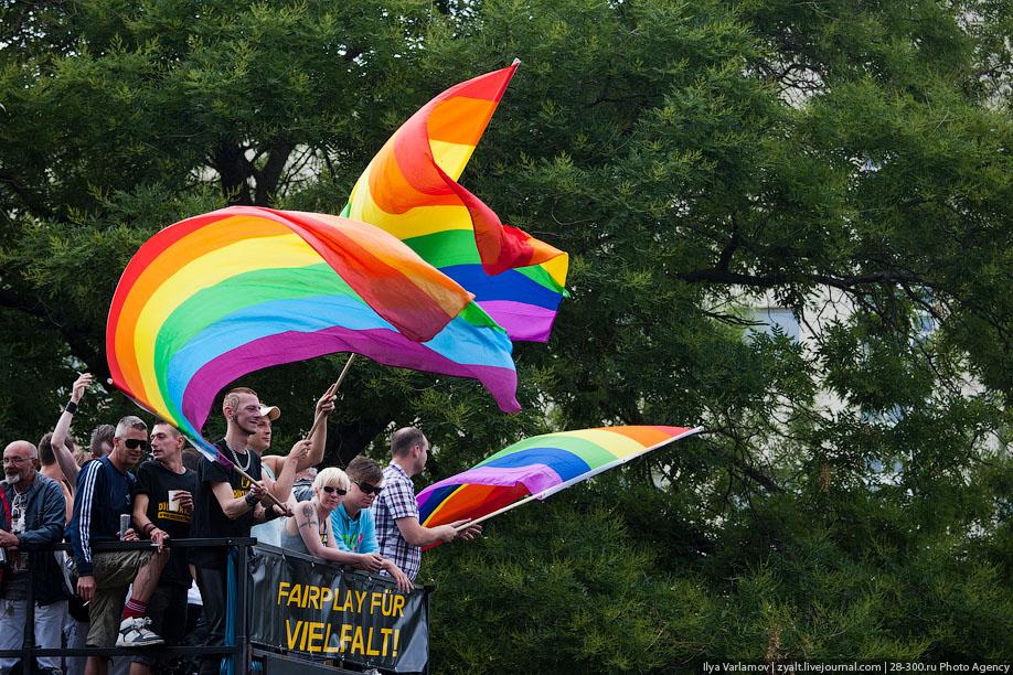 «Левада-Центр»: 47% россиян выступают заравные права для геев илесбиянок