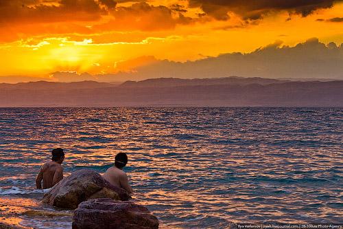 Где расположено мертвое море