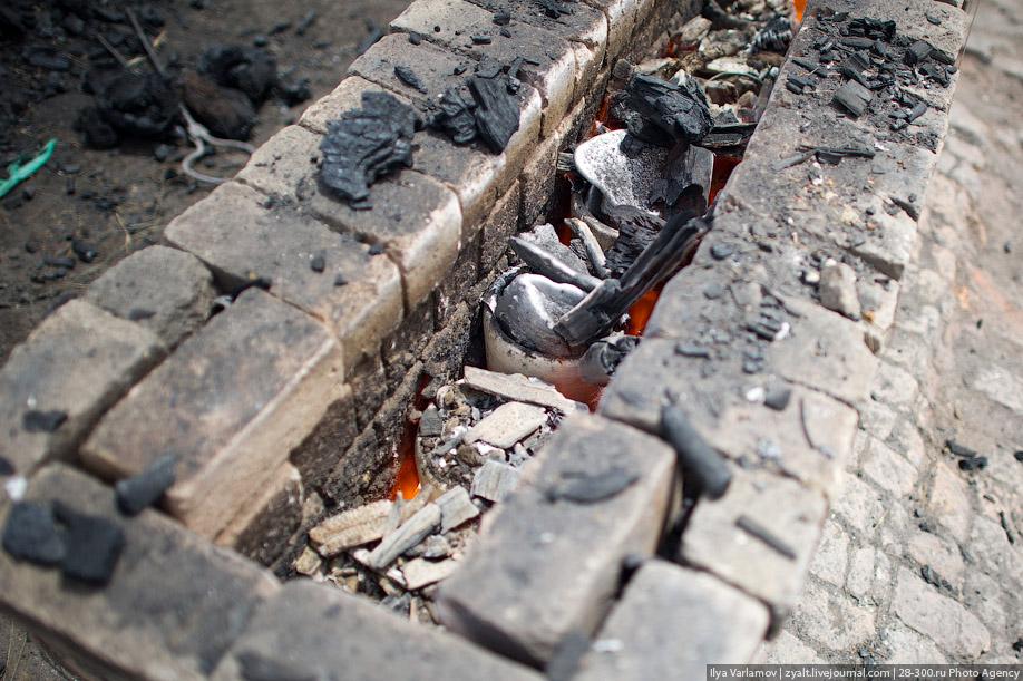 Как делают кастрюли на Мадагаскаре