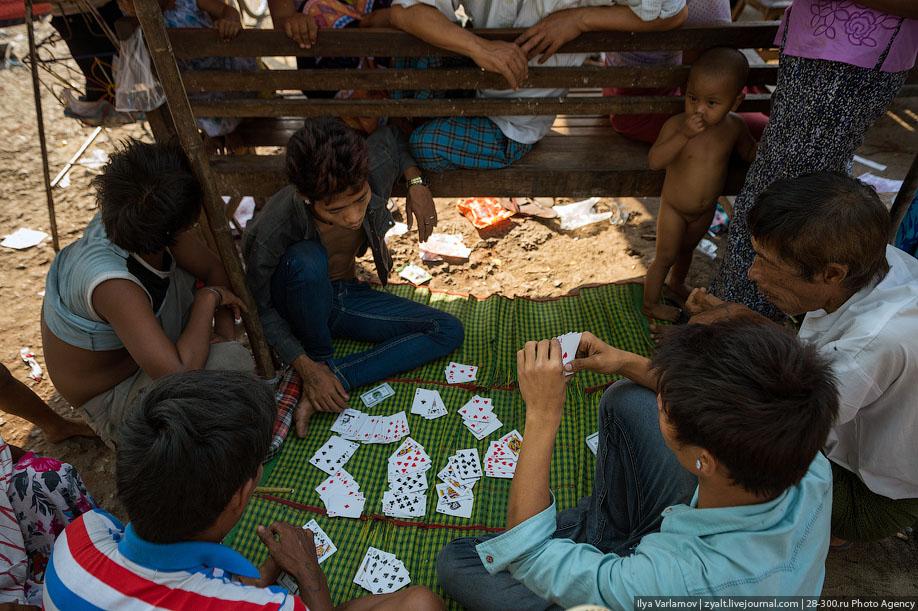 Бомж играет в карты играть бесплатно в карты козла онлайн