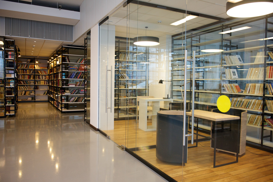 гардеробщик в библиотеку в москве